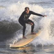Humberto Martins surfa no Rio em dia de folga das gravações de 'Em Família'
