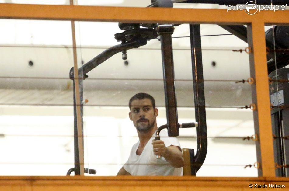 Cauã Reymond troca de academia para evitar encontros com Grazi Massafera. O ator foi flagrado malhando em 11 de fevereiro de 2014
