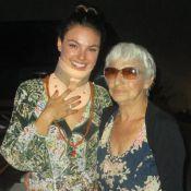 Isis Valverde recebe Cauã Reymond e avó em festa de aniversário para íntimos
