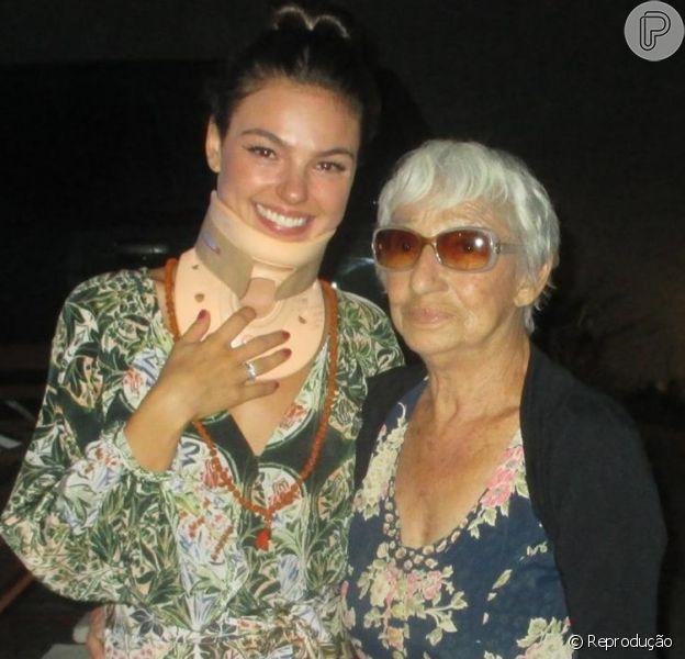 Isis Valverde festejou a chegada dos 27 anos entre familiares e amigos em uma festa íntima em casa. A presença da avó, Manuelina, emocionou a atriz