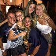 Mayara Nable festeja o aniversário de 27 anos da prima Isis Valverde na casa da atriz