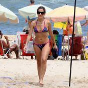 Ingrid Guimarães volta a ser loira e exibe boa forma em dia de praia com a filha