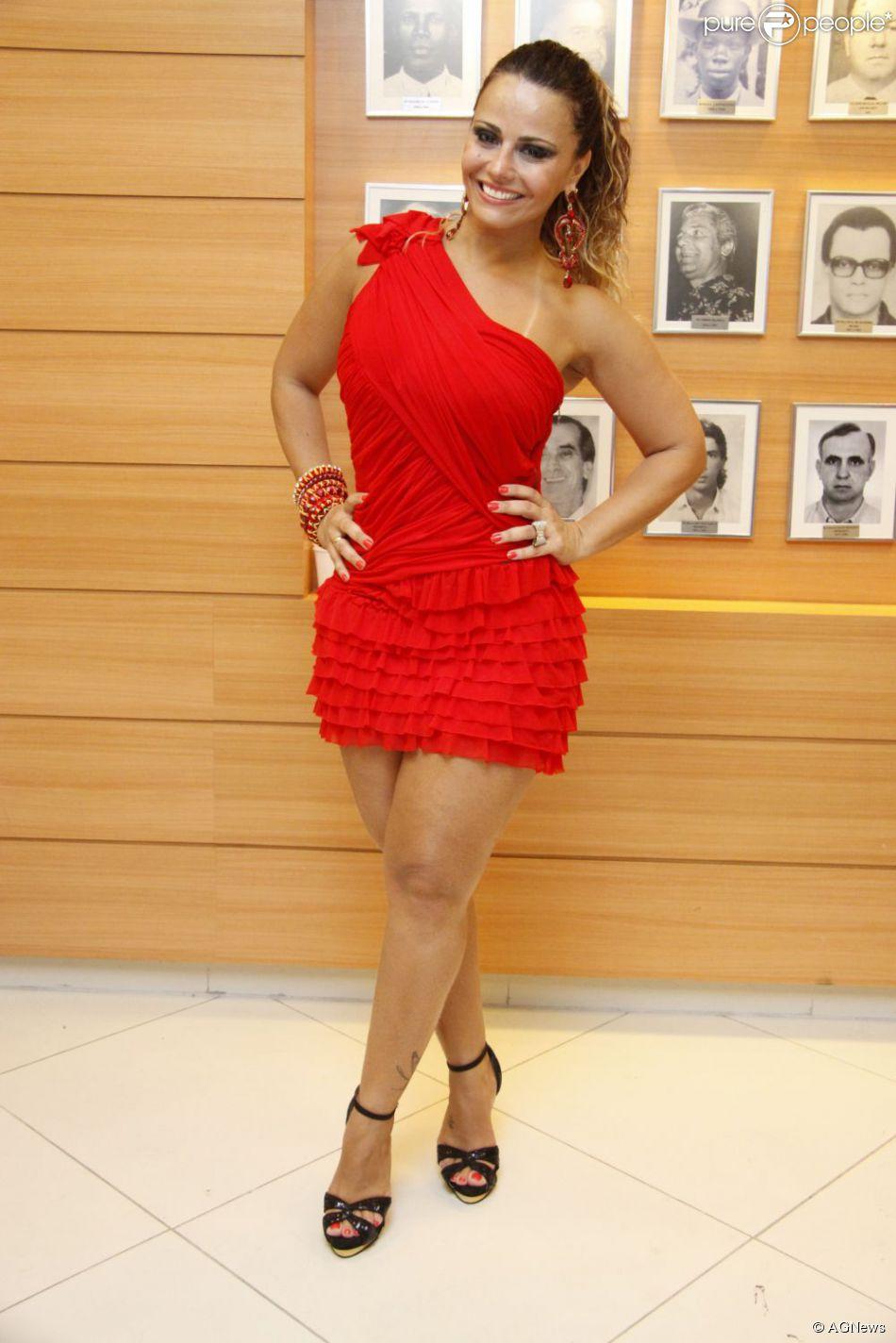 Viviane Araújo foi convidada por Aguinaldo Silva, autor de 'Falso Brilhante', para fazer papel de destaque, mas diretor da novela não quer que atriz tenha papel grande, diz colunista