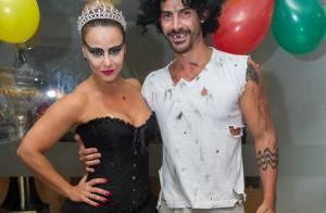 Vinícius Romão recebe o carinho de Viviane Araújo em festa no Salgueiro