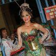 Christiane Torloni usa fantasia ecologicamente correta no desfile da Grande Rio