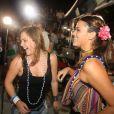 Bruna Marquezine dança 'Lepo Lepo' com Alice Wegmann em cima do trio elétrico de Ivete Sangalo