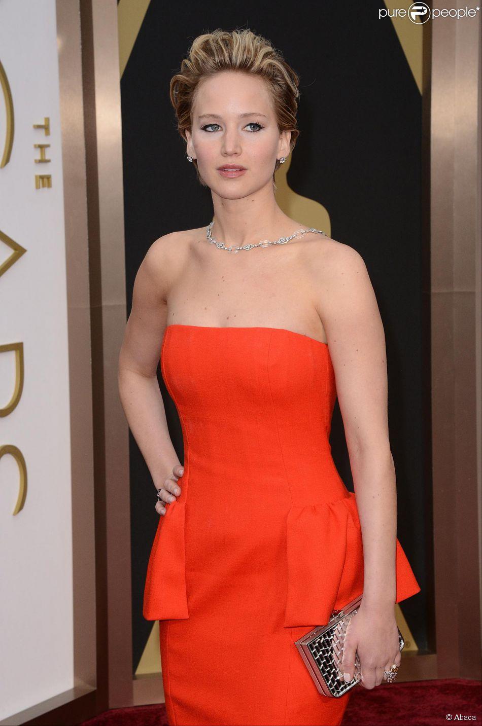 1546293ee Jennifer tem um contrato de exclusividade com a Dior para usar roupas da  grife em premiações