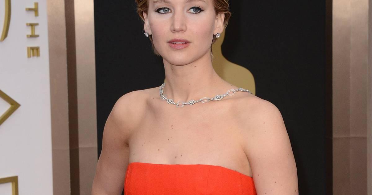 488a8118f Jennifer tem um contrato de exclusividade com a Dior para usar roupas da  grife em premiações - Purepeople