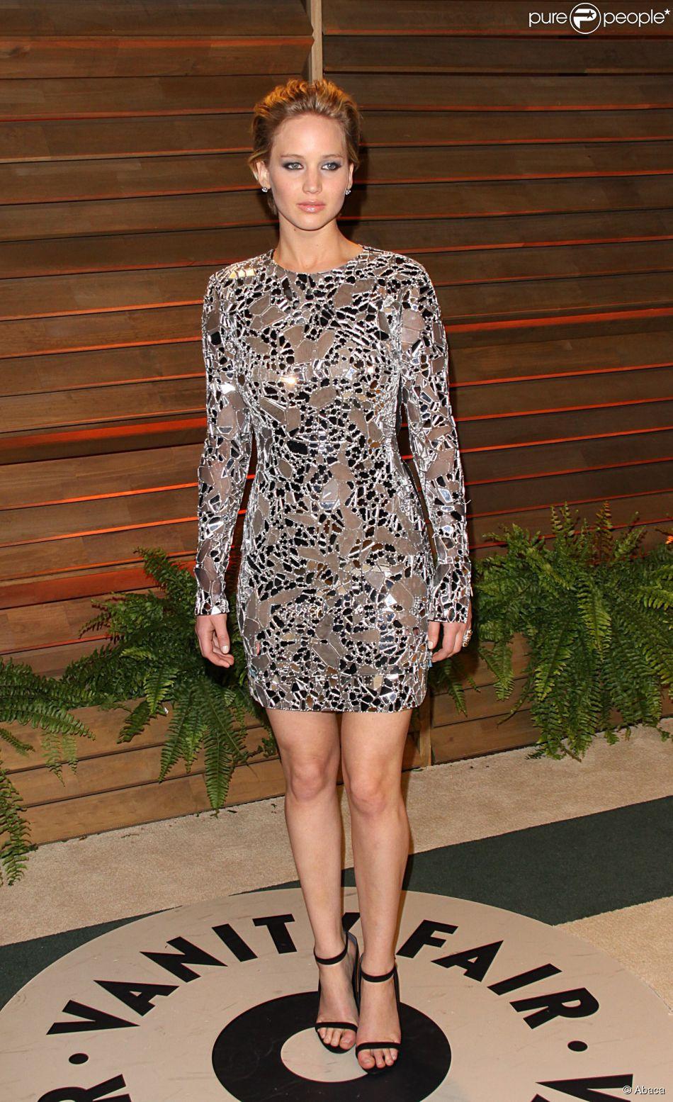 f8bbb6d61 Jennifer Lawrence usou um vestido transparente da grife Tom Ford sem  lingerie por baixo para a