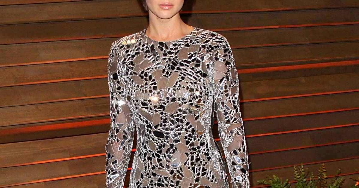 481960f0d Jennifer Lawrence usa vestido transparente sem lingerie em festa pós-Oscar  - Purepeople