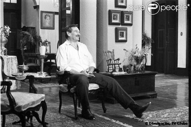 Paulo Goulart morreu na tarde desta quinta-feira, 13 de março de 2014, aos 81 anos de idade, em São Paulo. Marido de Nicette Bruno, o ator estava internado tratando um câncer no mediastino, região entre os pulmões