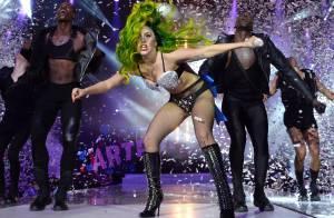 Após estimular bulimia em show, Lady Gaga quer apanhar dos bailarinos