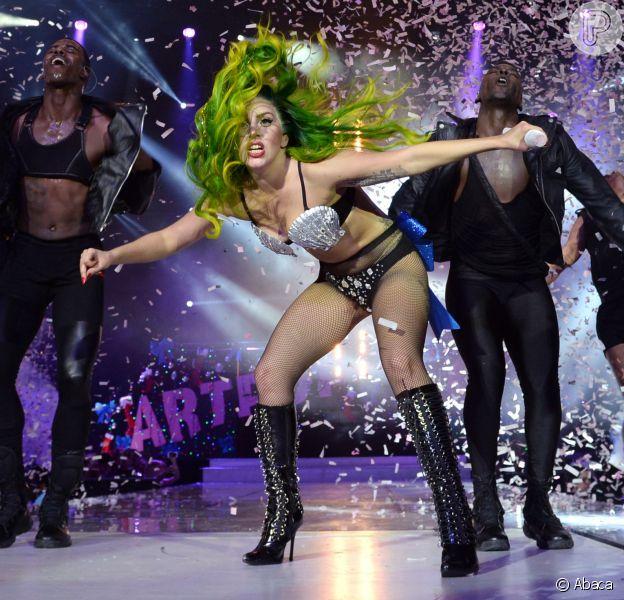 Lady Gaga quer que dançarinos vomitem e batam nela nas apresentações de sua nova turnê, em 21 de março de 2014