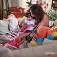 Juliana (Vanessa Gerbelli) quer adotar Bia (Bruna Faria) na novela 'Em Família'