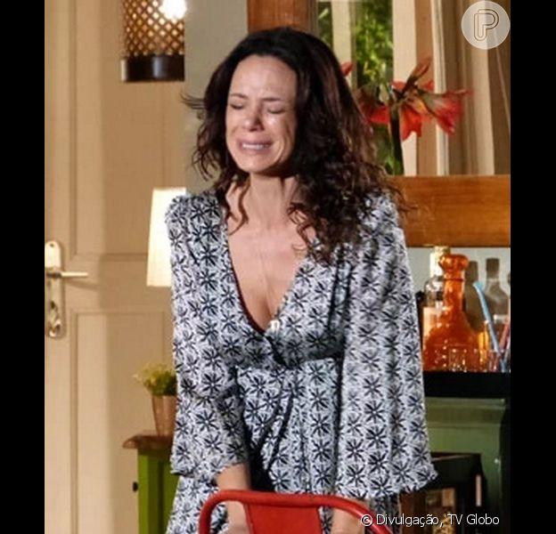 Juliana (Vanessa Gerbelli) fica arrasada ao ouvir Iolanda (Magdale Alves) dizer que vai manter Bia (Bruna Faria) afastada dela, na novela 'Em Família', em 25 de março de 2014