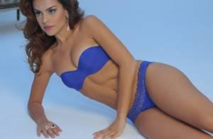 Paloma Bernardi usa lingerie e mostra sensualidade em ensaio fotográfico