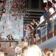 Julia Lemmertz escolheu a boate Barzinho, no Rio de Janeiro, para celebrar os seus 51 anos