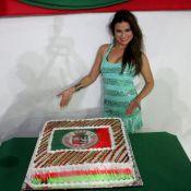 Laryssa Dias, a Waleska de 'Salve Jorge', comemora aniversário na Grande Rio