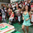 Laryssa samba muito no dia do seu aniversário