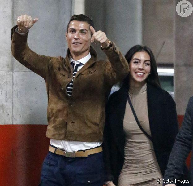 Grávida de 4 meses, namorada de Cristiano Ronaldo terá uma menina, de acordo com imprensa portuguesa