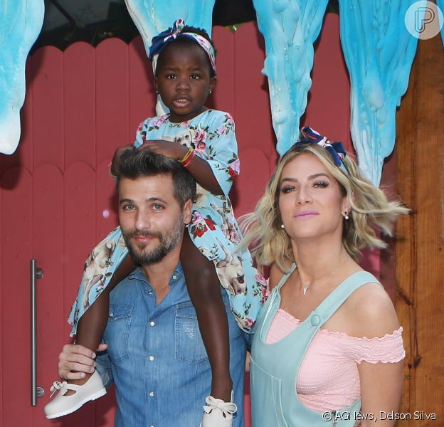 Bruno Gagliasso e Giovanna Ewbank comemoraram pela segunda vez o aniversário da filha, Títi, neste sábado, 24 de junho de 2017