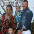 Roberta Rodrigues e o marido, Guilherme Guimarães, levaram a filha, Linda Flor, ao aniversário de 4 anos de Títi, filha de Bruno Gagliasso e Giovanna Ewbank
