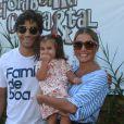 Deborah Secco e Hugo Moura levaram a filha, Maria Flor, ao aniversário de 4 anos de Títi, filha de Bruno Gagliasso e Giovanna Ewbank