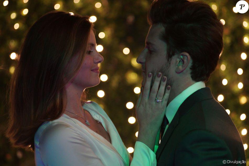 Klebber Toledo organizou uma surpresa para pedir Camila Queiroz em casamento em junho de 2017
