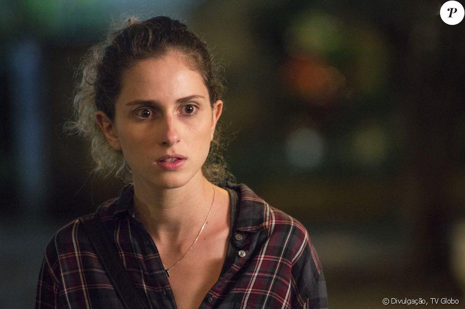 Ivana (Carol Duarte) tem um ataque de choro e rasga a camisola antes de sexo com Claudio (Gabriel Stauffer), na na novela 'A Força do Querer': 'Não consigo vestir aquilo'