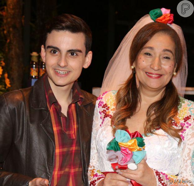 Dudu Camargo prestigiou a festa de aniversário da apresentadora Sônia Abrão na sexta-feira, 30 de junho de 2017