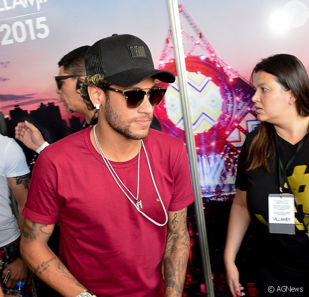 Neymar e Gabriela Versiani curtem festival juntos após flagra em boate no Rio de Janeiro