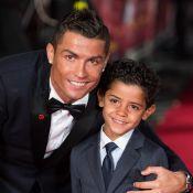 Cristiano Ronaldo, de férias em Ibiza, posa com os três filhos: 'Abençoados'