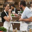 'Acho que comparado ao da chef (Paola Carosella), podia ficar um pouco mais consistente', disse Deborah sobre o prato