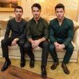 Nick Jonas é ex-integrante do Jonas Brothers, grupo formado por ele e os irmãos Kevin Jonas e Joe Jonas
