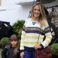 Rafaella Justus ficou tímida ao notar que estava sendo filmada pela mãe, Ticiane Pinheiro