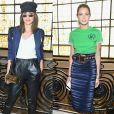 Camila Coelho e Helena Bordon usaram peças azuis em suas produções para prestigiarem o desfile de  Jean-Paul Gaultier, em 5 de julho de 2017