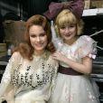 Sophia Valverde ao lado de Karen Junqueira, nos bastidores da peça 'O que terá acontecido a Baby Jane?'