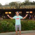 Larissa Manoela e Thomaz Costa foram ao Animal Kingdom neste sábado, 8 de julho de 2017