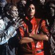A ex-BBB Vivian adotou o figurino de 'Thriller' nas fotos