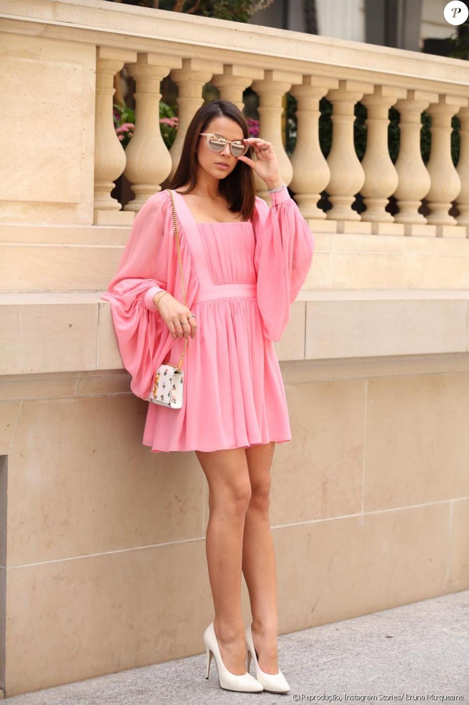 f0bc6f272ea9f Bruna Marquezine usou vestido Reinaldo Lourenço verão 2018 em Paris e  compartilhou a foto do look