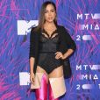 Anitta levou a sério a tendência das botas coloridas acima do joelho e usou um modelo que ia até o quadril  no MTV Millennials Awards, no México, em 3 de junho de 2017