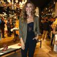 Grazi Massafera usou scarpins Versace e bolsa   Yves Saint Laurent   no lançamento da nova coleção da grife Rosa Chá, na loja da Oscar Freire, em São Paulo, em 12 de julho de 2017