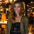 Grazi Massafera investiu na combinação de lingerie e alfaiataria para prestigiar o lançamento da nova coleção da grife Rosa Chá, na loja da Oscar Freire, em São Paulo, em 12 de julho de 2017
