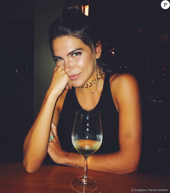 Em entrevista ao Purepeople, Mariana Goldfarb revelou como costuma gastar seu dinheiro: 'Com livro, vitamina C e vinho'