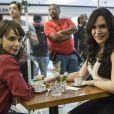 Irene (Débora Falabella) e Mira (Maria Clara Spinelli) são cúmplices de um golpe com assassinato, do qual Garcia (Othon Bastos) é testemunha, na novela 'A Força do Querer'