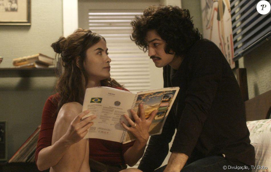 Rimena (Maria Casadevall) e Gustavo (Gabriel Leone) se beijam e transam, a partir de 24 de julho de 2017, na supersérie 'Os Dias Eram Assim'