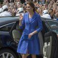 Kate Middleton apostou em sobretudo   Catherine Walker & Co. e clutch  Jimmy Choo em viagem a Berlim, na Alemanha, nesta quarta-feira, 19 de julho de 2017