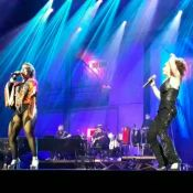 Laila Garin e Alice Caymmi se beijam em premiação de música: 'Estopim'. Vídeo!