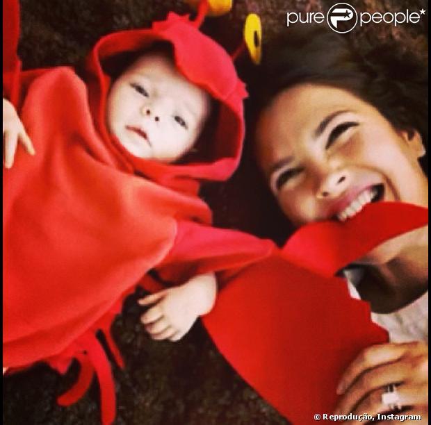 Drew Barrymore divulga foto da filha, Olive, vestida de lagosta, em 20 de janeiro de 2013