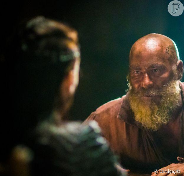 Fred Sem Alma (Leopoldo Pacheco) relata para Anna (Isabelle Drummond) como foi que Thomas (Gabriel Braga Nunes) matou Sir Millman, o pai dela, na novela 'Novo Mundo'